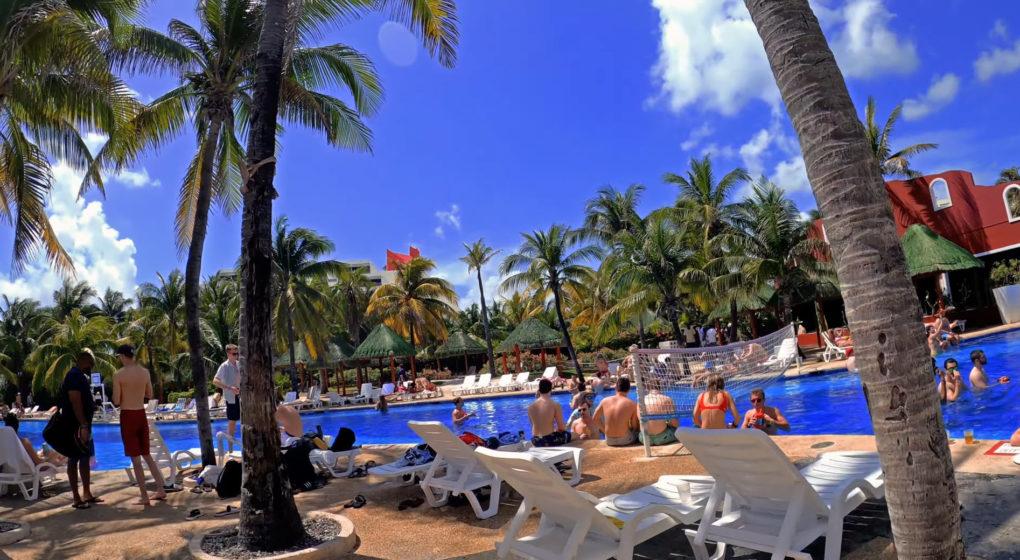 spring break cancun mexiko. am pool im oasis club hotel